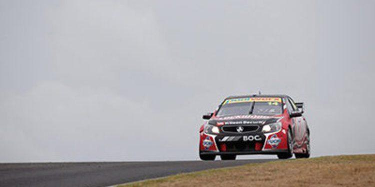 Clipsal 500: Fabian Coulthard vuela en los libres