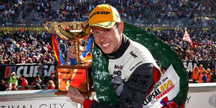 Clipsal 500: James Courtney aguanta a Craig Lowndes por la victoria
