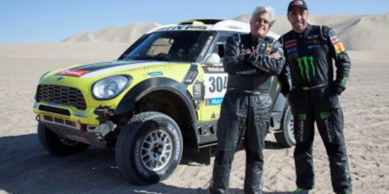 Jay Leno se da una vuelta con el Mini ganador del Dakar