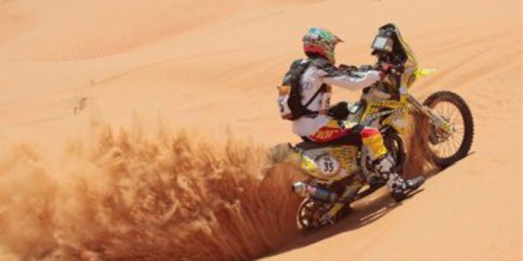 Inscritos en motos en la Abu Dhabi Desert Challenge