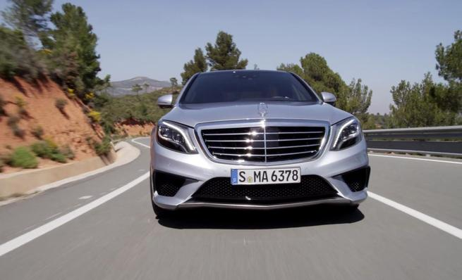 Mercedes Benz S63 AMG (W222) en movimiento