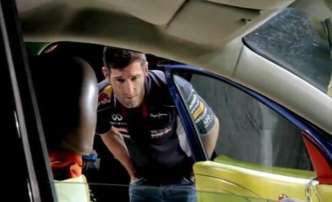 Mark Webber en un crash test en el Centro Técnico de Renault
