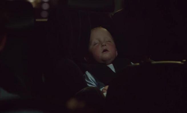 El niño que duerme sólo cuando se conduce