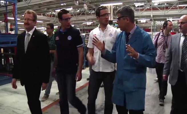 Sebastien Ogier visita la planta de Volkswagen en Navarra
