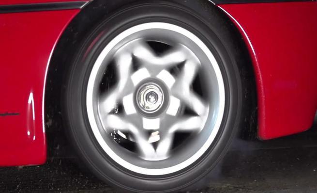 Slow motion del Ferrari F50 de TaxTheRich