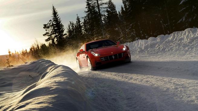 Markku Alen prueba el Ferrari FF sobre nieve