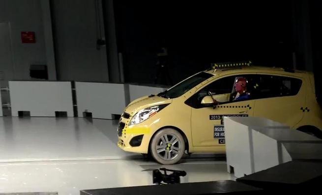 Crash test IIHS: Chevrolet Spark
