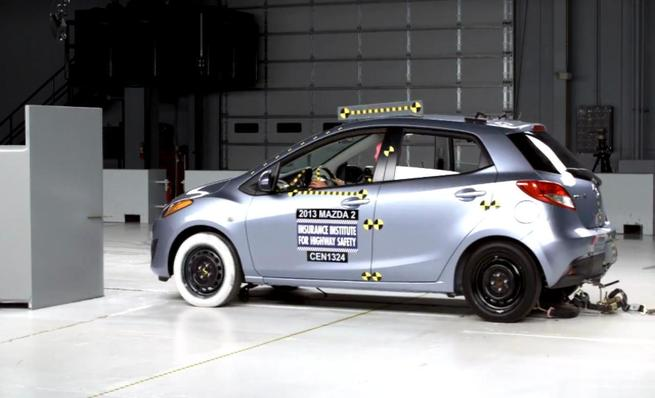 Crash test IIHS: Mazda 2