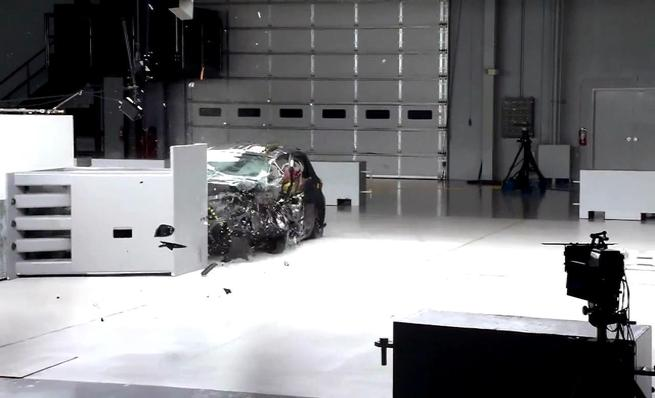 Crash test IIHS: Toyota Yaris