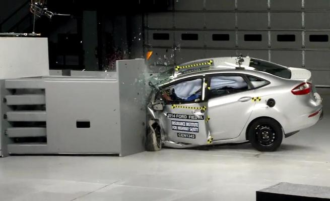 Crash test IIHS: Ford Fiesta