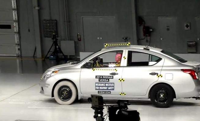 Crash test IIHS: Nissan Versa
