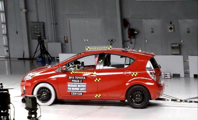 Crash test IIHS: Toyota Prius C