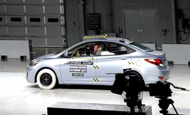 Crash test IIHS: Hyundai Accent