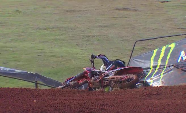 Accidente de Antonio Cairoli en el GP de Brasil de MXGP