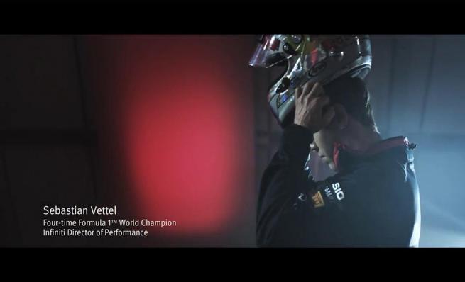 Sebastian vettel y el Infiniti Q50 Eau Rouge