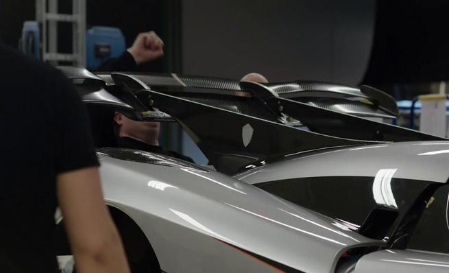 El alerón activo del Koenigsegg One:1