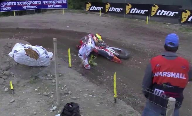 Caída de Antonio Cairoli en GP de Trentino de MXGP