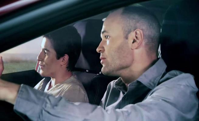 Pedrosa, Márquez e Iniesta en el anuncio de Honda