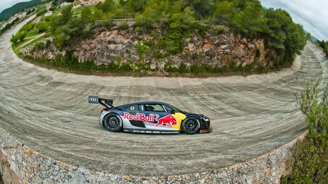 Red Bull rueda en el circuito de Terramar con Carlos Sainz y Miguel Molina