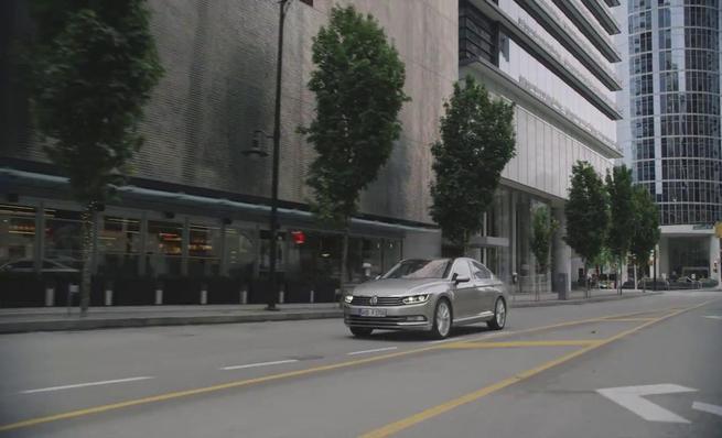 El nuevo Volkswagen Passat 2015 en movimiento