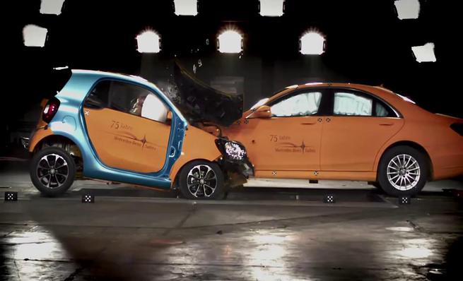 Crash test: Smart ForTwo vs. Mercedes-Benz Clase S