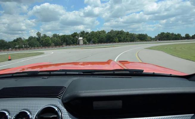 Sonido del Ford Mustang GT desde el interior