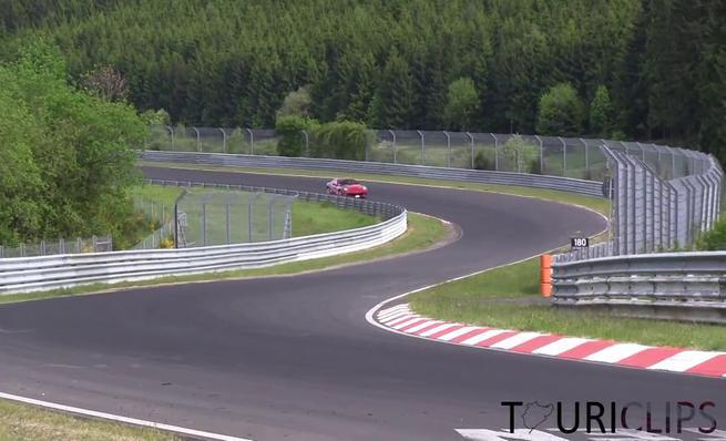 Ferrari F12 en Nürburgring a tope