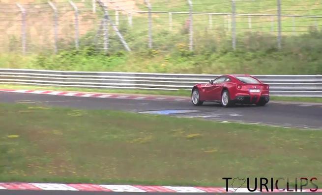 Cazado Ferrari F12 en vuelta de récord en Nordschleife.