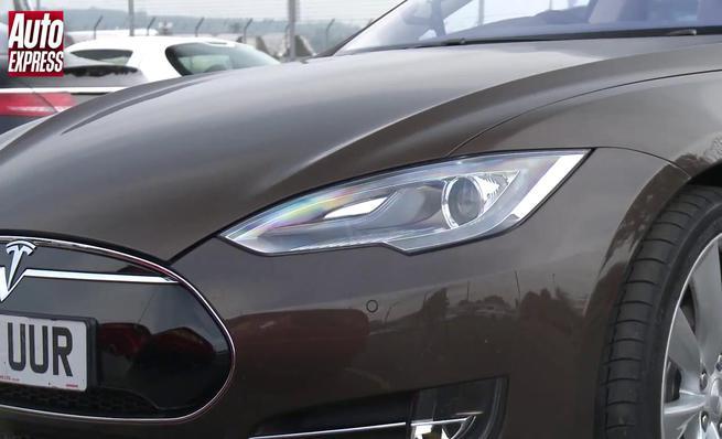 Drag Race: Tesla Model S vs TVR Tuscan S