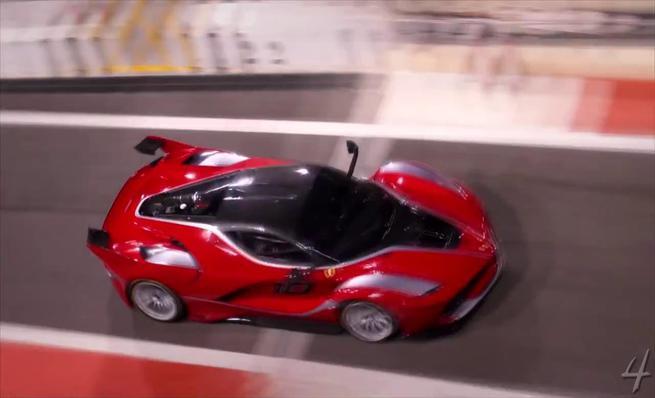 Ferrari FXX K en pista con los modelos XX