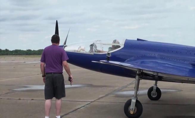 Primer vuelo Bugatti 100P réplica