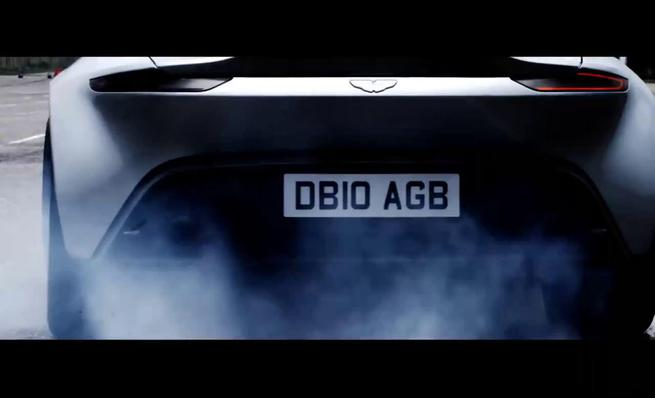 El Aston Martin DB10 de James Bond hace drifting