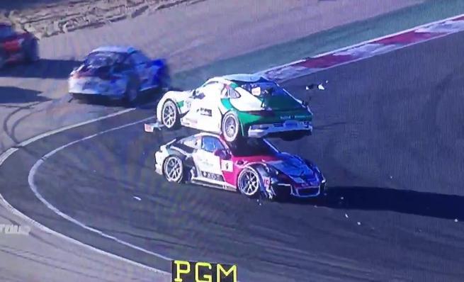 Hilarante incidente en la Porsche 911 GT Cup