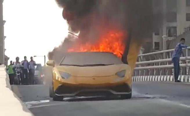 Lamborghini Aventador LP720-4 se quema en las calles de Dubai