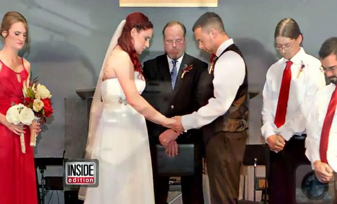 Paramédico acude a un accidente vestida de novia
