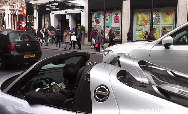 Porsche 918 Spyder casi se come un taxi