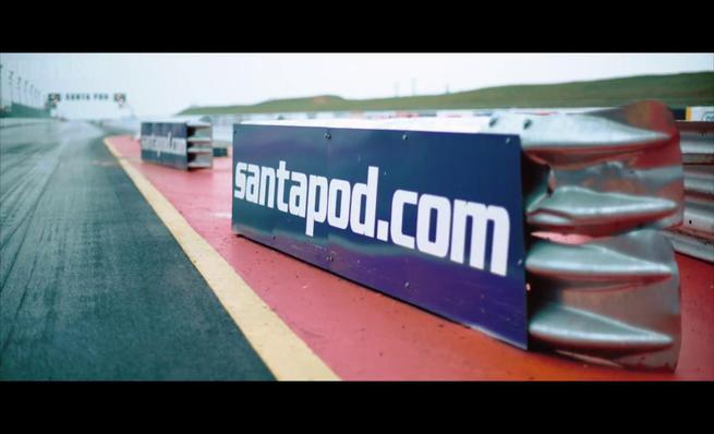 Ferrari LaFerrari vs Porsche 918 Spyder vs McLaren P1 en drag race