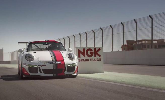 Mark Webber se sale de pista en un Porsche 911 GT3 Cup